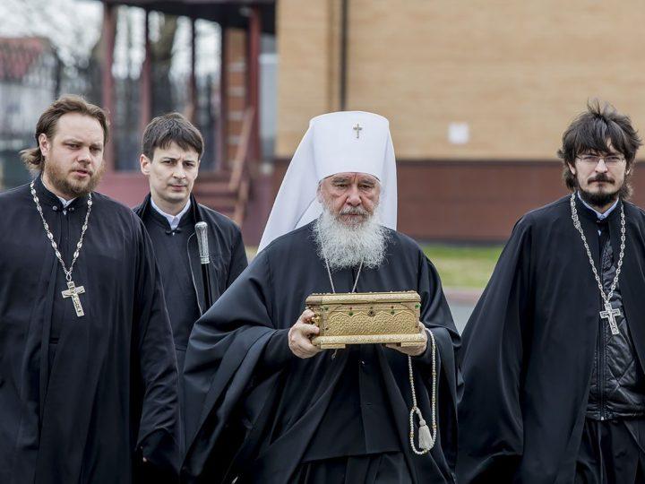 В областную столицу прибыл ковчег с частицей мощей святителя Тихона, Всероссийского Патриарха