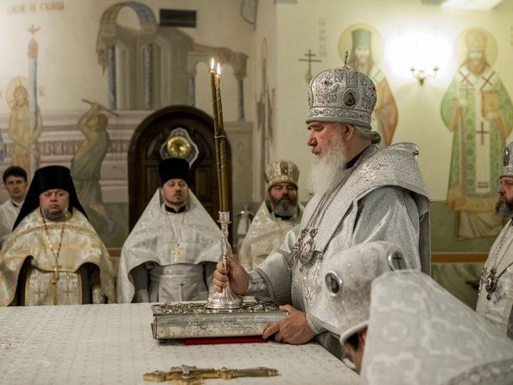 В праздник Вознесения Литургию в Знаменском кафедральном соборе совершили три архипастыря
