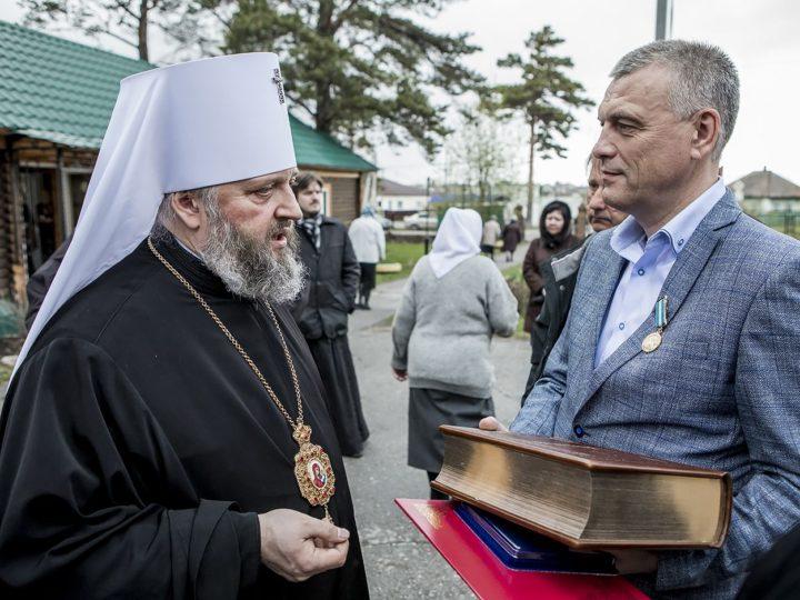 В канун седьмой недели по Пасхе митрополит совершил Всенощное бдение в Троицком храме Гурьевска