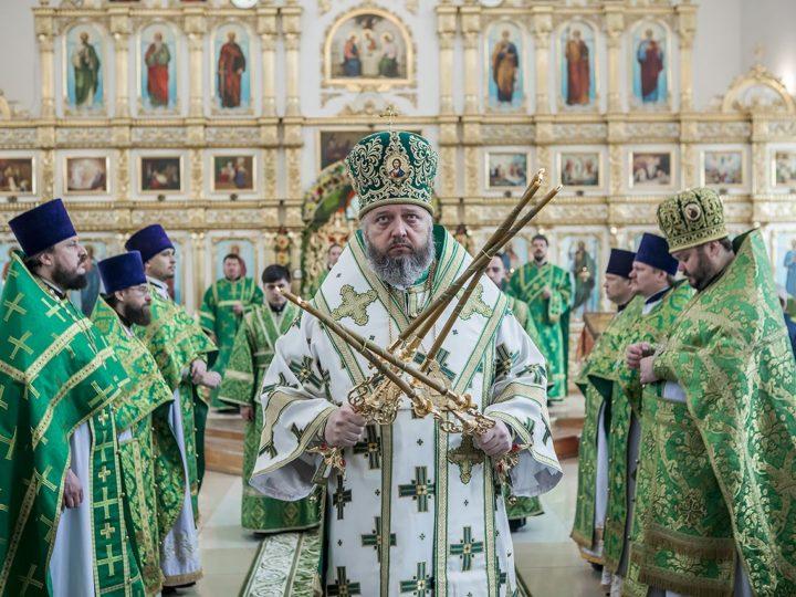 27 мая 2018 г. Божественная Литургия в престольный день Троицкого храма Кемерова