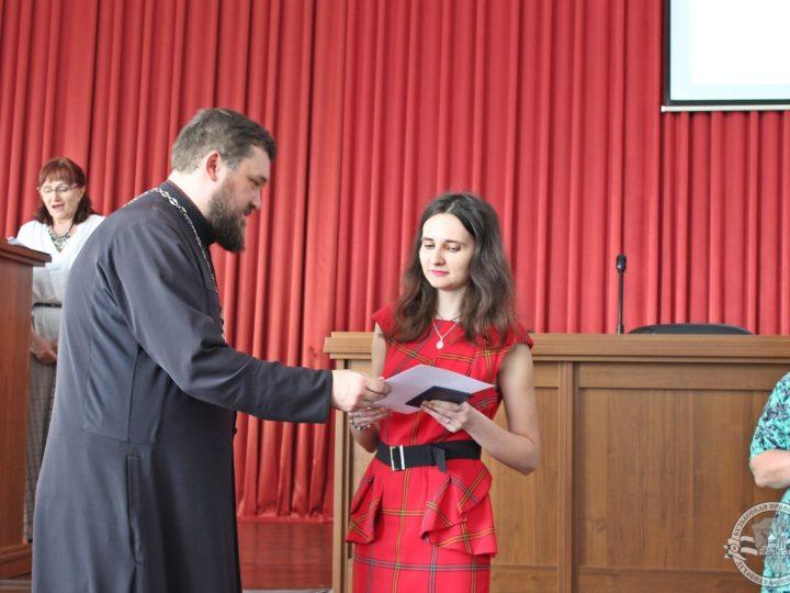 В Кузбасской семинарии вручили дипломы выпускникам богословских курсов Новокузнецка