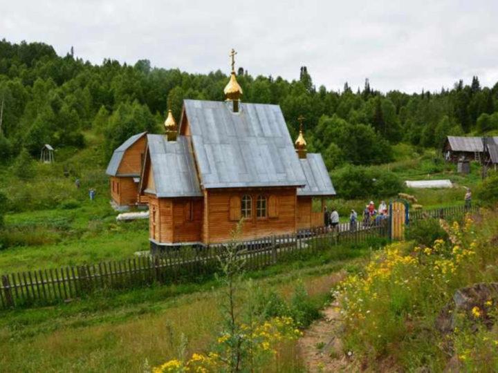 Крестный ход в честь празднования Собора Сибирских святых, новомучеников и исповедников Церкви Русской