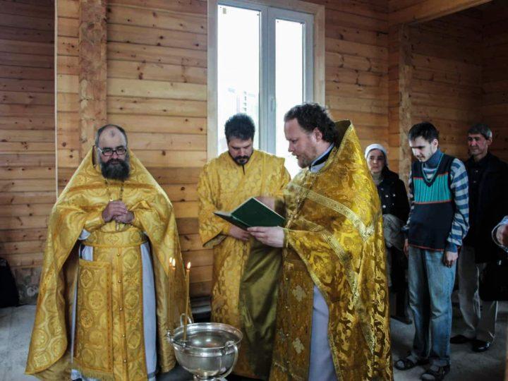 В строящемся кемеровском храме святых равноапостольных царей Константина и Елены отслужена первая Литургия