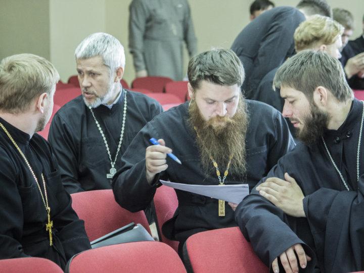 В Кемеровском епархиальном управлении состоялось очередное заседание руководителей отделов