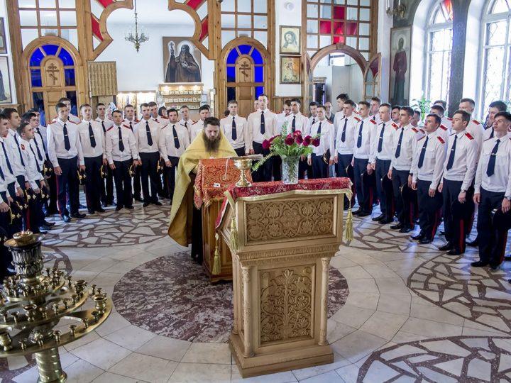 Кемеровские кадеты МЧС приняли участие в благодарственном молебне по случаю окончания учёбы