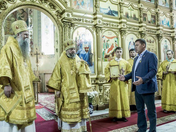 В неделю Русских святых митрополит Аристарх и епископ Будимлянско-Никшичский Иоанникий совершили Литургию в Прокопьевске