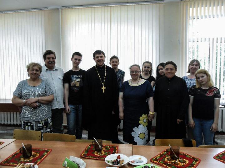 Кемеровский храм Архангела Михаила ведёт активную работу с молодёжью