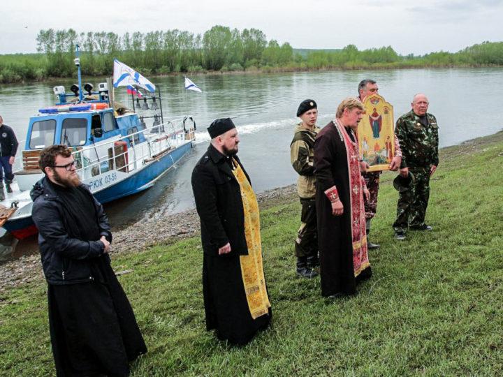 Крестный ход-сплав достиг пределов Мариинской епархии