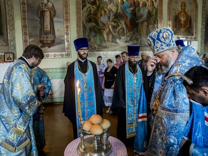 Митрополит совершил Вснощное бдение в прокопьевском храме великомученика Прокопия в канун престольного дня