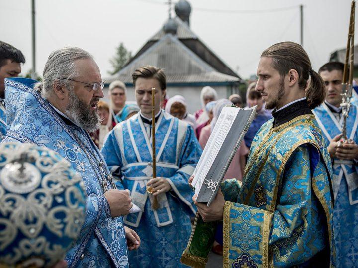 Глава митрополии возглавил торжества престольного дня храма праведного Прокопия Устюжского в Прокопьевске