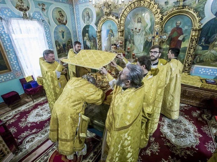В день памяти апостолов Петра и Павла митрополит совершил Литургию в Киселевске
