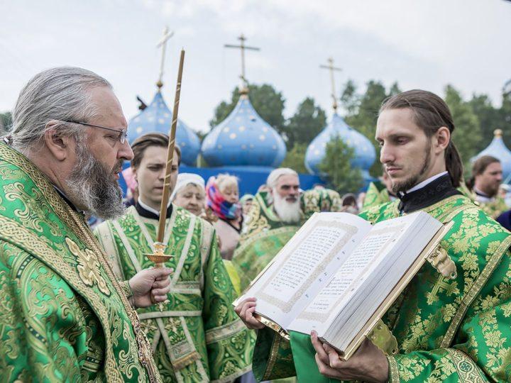 Престольный праздник встретил храм преподобного Сергия Радонежского в поселке Комиссарово областной столицы