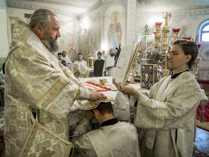 В годовщину архиерейской хиротонии митрополит рукоположил священника