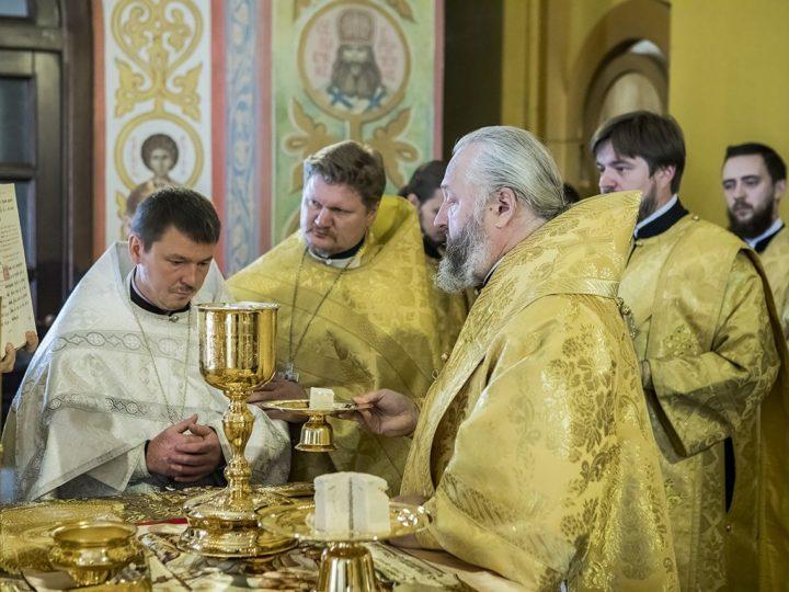 В первое воскресенье сентября митрополит помолился в Новокузнецке о сохранении творения Божия и совершил священническую хиротонию