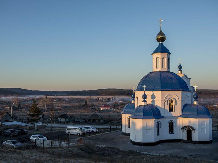 Глава Кузбасской митрополии освятил Покровский храм в селе Гурьевского района