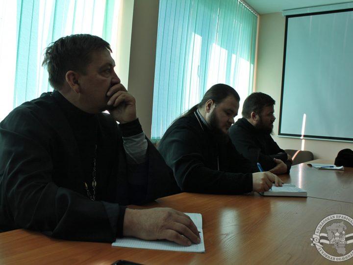 В Кузбасской духовной школе начали работу курсы повышения квалификации для священнослужителей