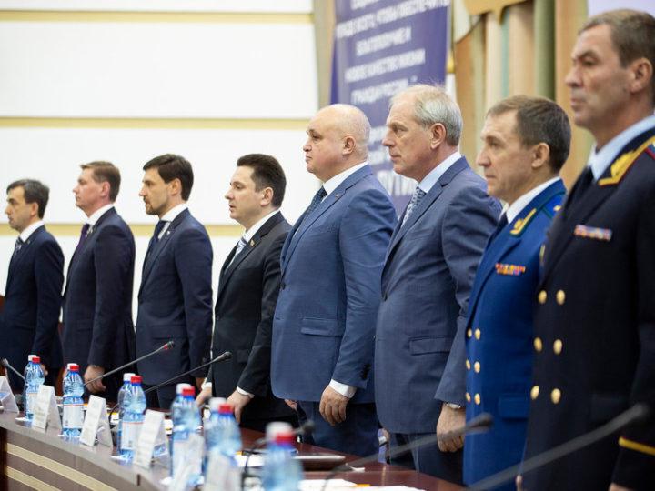 Глава Кузбасской митрополии принял участие в работе седьмой сессии Совета народных депутатов области