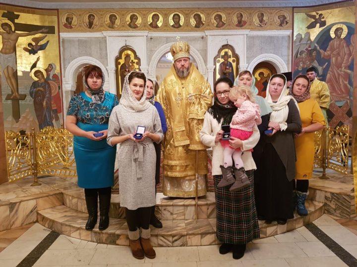 В День матери в Знаменском соборе чествовали многодетных матерей