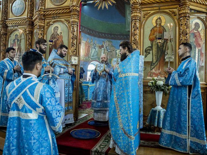 Глава митрополии возглавил торжества престольного дня храма иконы Божией Матери «Скоропослушница» в Киселевске