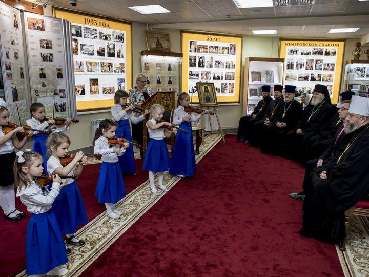 В Музее истории Православия на земле Кузнецкой открыли стенд «Династия священнослужителей Гутовичей»