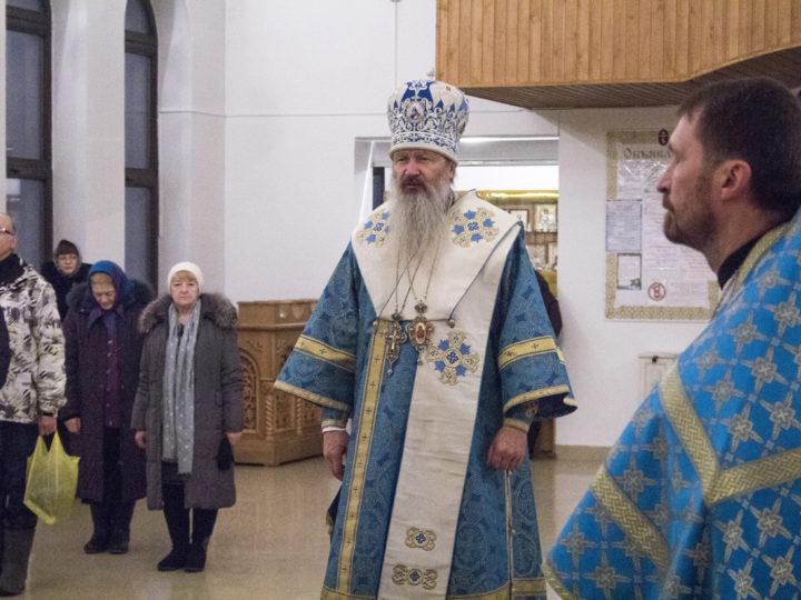 9 декабря 2018 г. Служение Божественной литургии в Троицком храме митрополитом Вятским и Слободским Марком