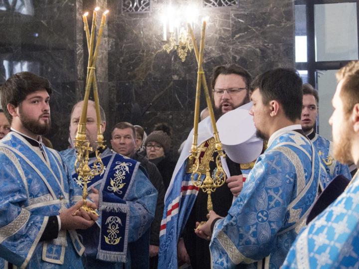 9 декабря 2018 г. Служение Божественной литургии в Казанском храме митрополитом Смоленским и Дорогобужским Исидором