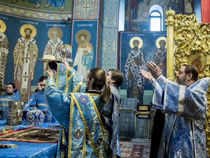 9 декабря 2018 г. Служение Божественной литургии в Знаменском кафедральном соборе архиепископом Тираспольским и Дубоссарским Саввой