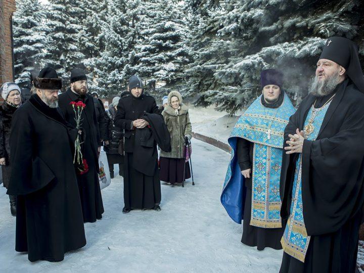 9 декабря 2018 г. Лития на могиле архиепископа Софрония — первого кузбасского архипастыря