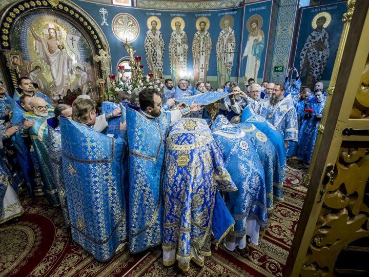 10 декабря 2018 г. Божественная литургия в престольный праздник Знаменского кафедрального собора в Кемерове