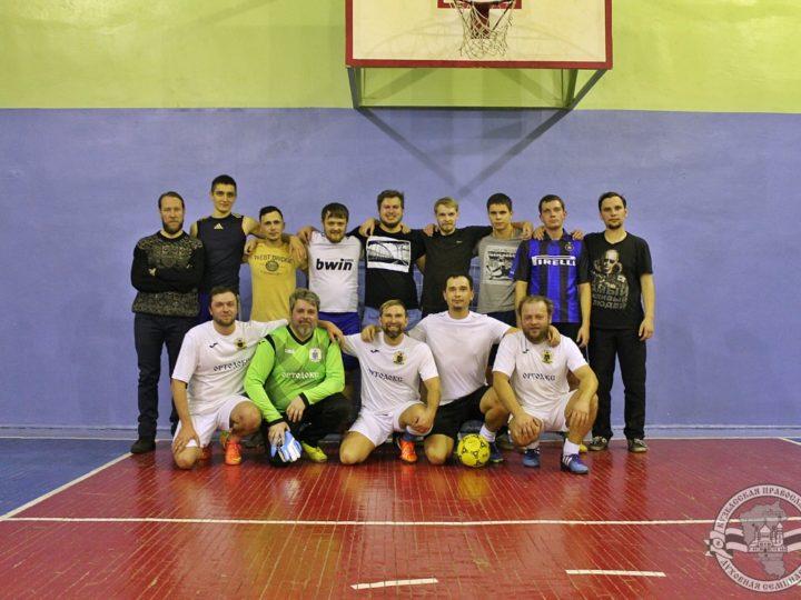Футбольная команда Кузбасской духовной школы провела матч со священниками Кузбасской митрополии
