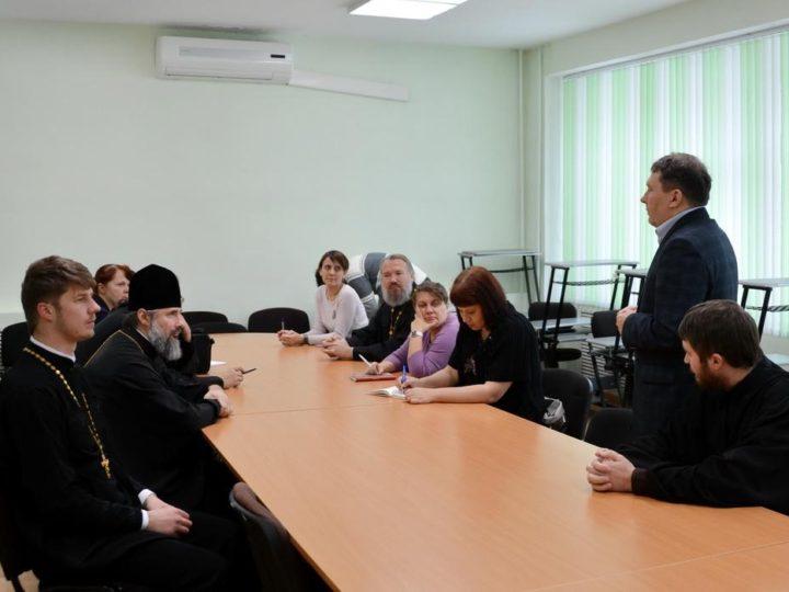 Представитель Кемеровской епархии выступил на семинаре по молодёжному служению Русской Православной Церкви в Саянске