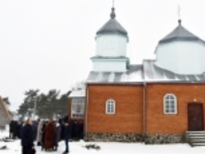 Сторонники признанной Константинополем церковной структуры на Украине захватывают храмы Украинской Православной Церкви