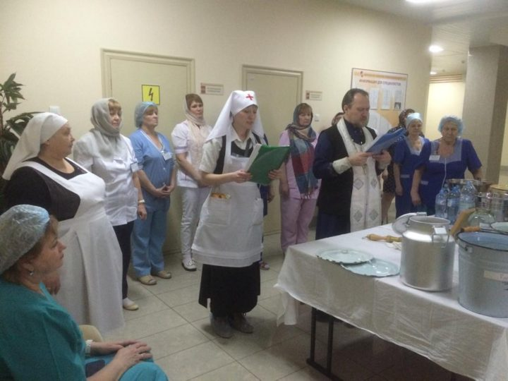 Пациентов Областной клинической больницы Кемерова поздравили с Крещением Господним
