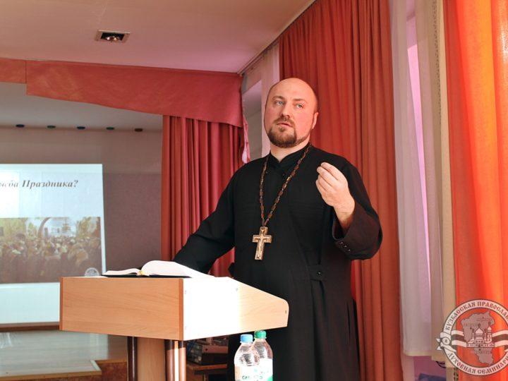 «Православные праздники в жизни россиян»: в день Крещения Господня в общеобразовательной школе Новокузнецка прошла встреча-диалог