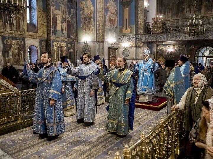 15 февраля 2019 г. Божесвенная литургия в Знаменском кафедральном соборе в праздник Сретения Господня