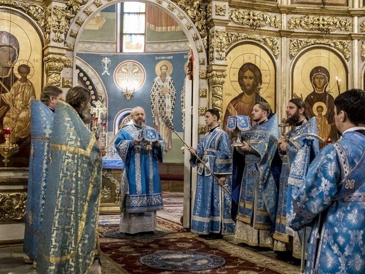 В праздник Сретения Господня митрополит совершил Божественную литургию в Знаменском соборе