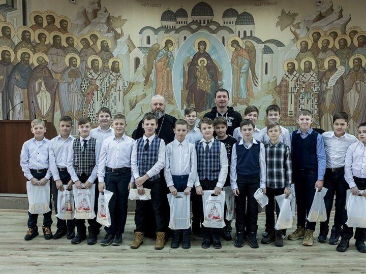 Глава Кузбасской митрополии встретился с юными хоккеистами — призёрами Кубка Патриарха