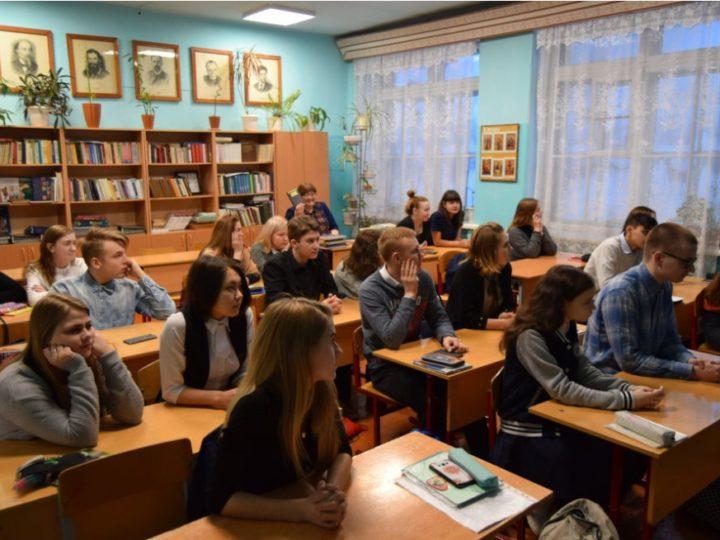 Тайгинский священник провёл ряд встреч со школьниками города