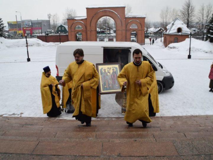 В неделю о Страшном суде в Знаменский собор принесены святыни из Узбекистана