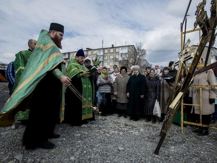 21 апреля 2019 г. Установка малых куполов на храм святителя Спиридона в Кемерове