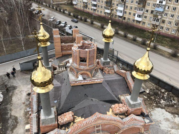 На храм святителя Спиридона Тримифунтского в Кемерове установлены четыре купола