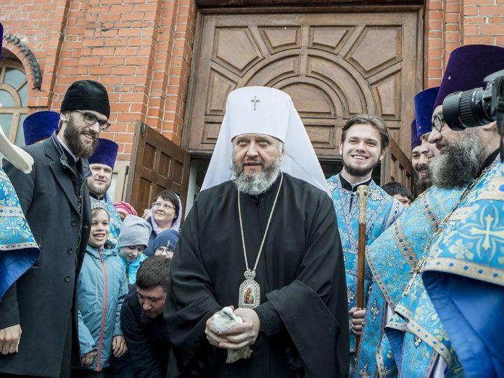 В праздник Благовещения митрополит совершил богослужения в кафедральном соборе