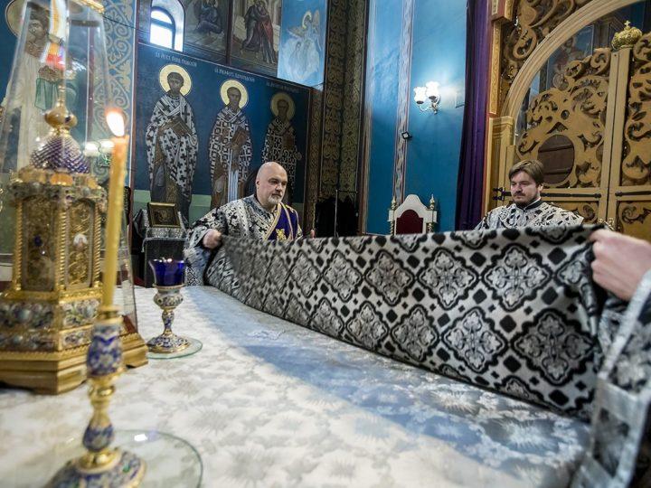 27 апреля 2019 г. Божественная литургия в Великую Субботу в Знаменском кафедральном соборе Кемерова
