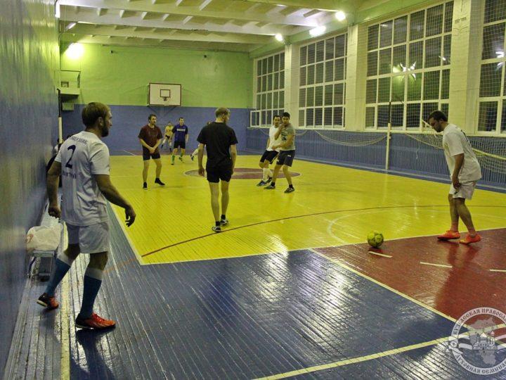 В Новокузнецке прошёл матч между футбольными командами Кузбасской митрополии и Духовной школы