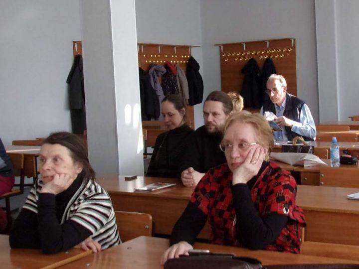 Слушатели Богословских курсов Кемерова изучили значение своих христианских имён
