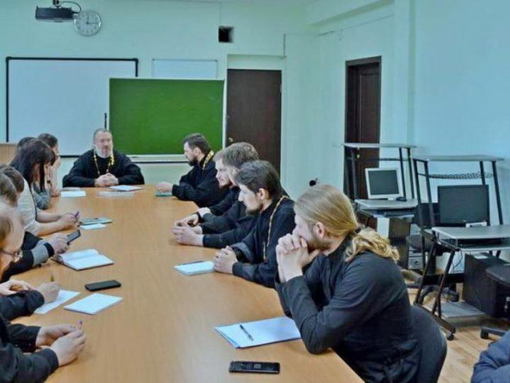 Делегат от Кемеровской епархии принял участие в семинаре по молодёжному служению в Саянске