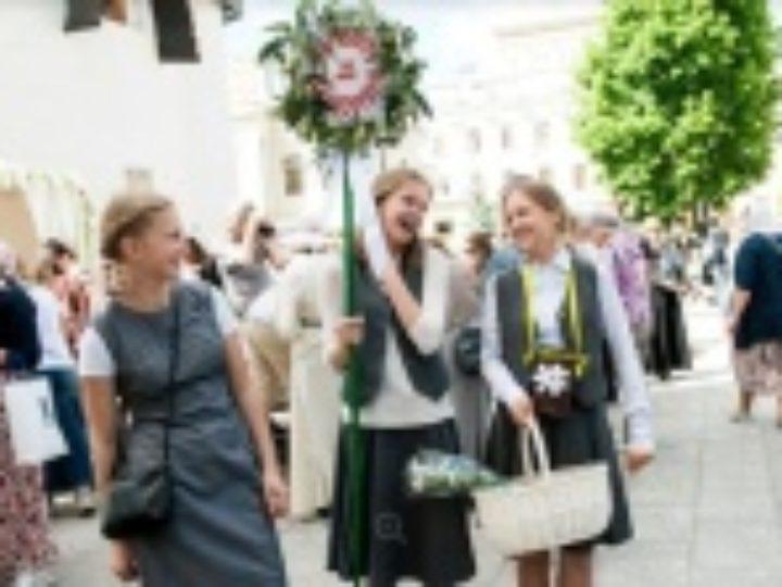 Около 4 миллионов рублей собрали на празднике благотворительности «Белый цветок» в Москве