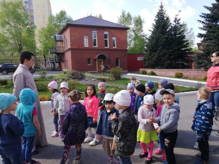 Воспитанники подготовительной группы кемеровского детского сада побывали на экскурсии по Знаменскому кафедральному комплексу