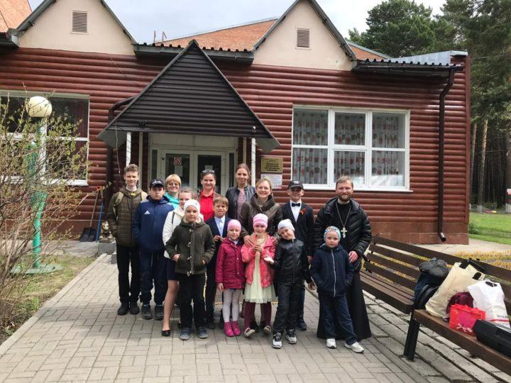 Воспитанники воскресной школы кемеровского храма побывали в Журавлёвском доме-интернате для престарелых и инвалидов