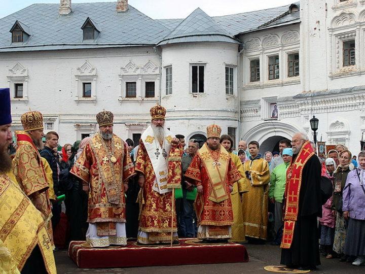 Митрополит Аристарх сослужил на Литургии перед началом Великорецкого крестного хода